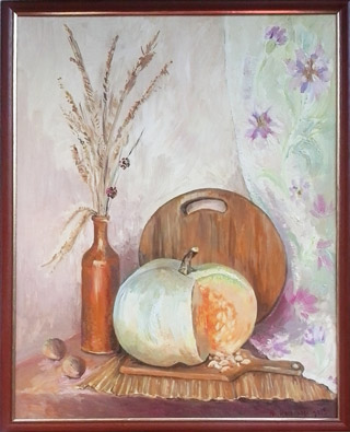 картина: тыква на кухонной доске, соломка, бутыль с метелкой, орехи, драппировка